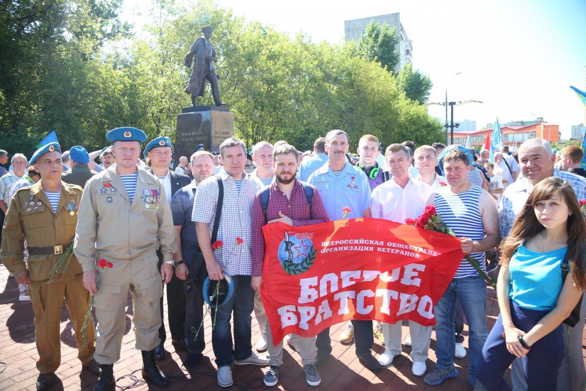 Монумент легендарному командующему ВДВ В.Маргелову открыли в столице