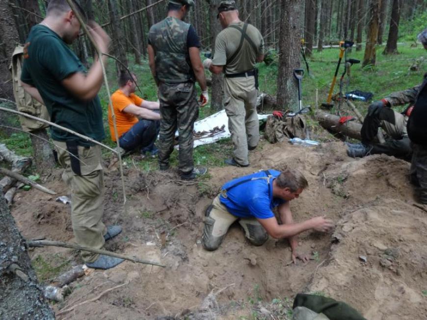 Дмитровские поисковики в Калужской области обнаружили останки двух бойцов Красной Армии