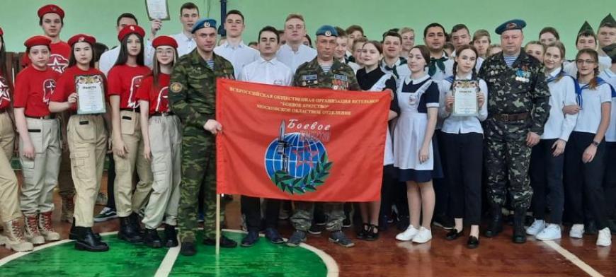 Талдомские ветераны участвовали в смотре строя и песни в Вербилковской школе